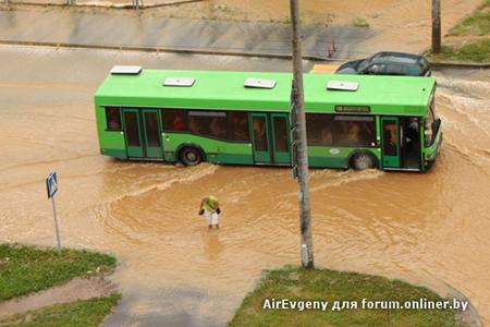 Гидроудар в минском микрорайоне Сухарево - фото