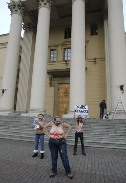 FEMEN activists stripped down in front of Belarusian KGB - photo