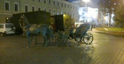 В центре Минска — автозаки и автобусы со спецназом - фото