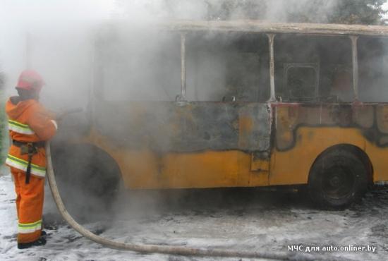 Под Осиповичами горел автобус с пассажирами - фото