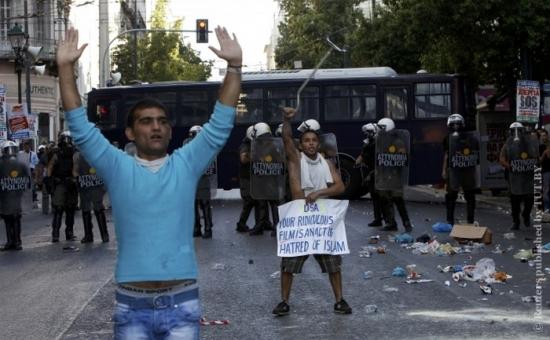 Мусульмане пошли на штурм посольства США в Афинах