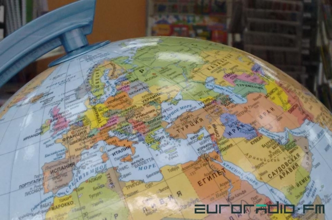 Globes with Russian Crimea on sale in Minsk shops