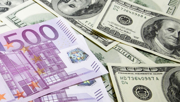 24августа подорожали доллар и русский руб.