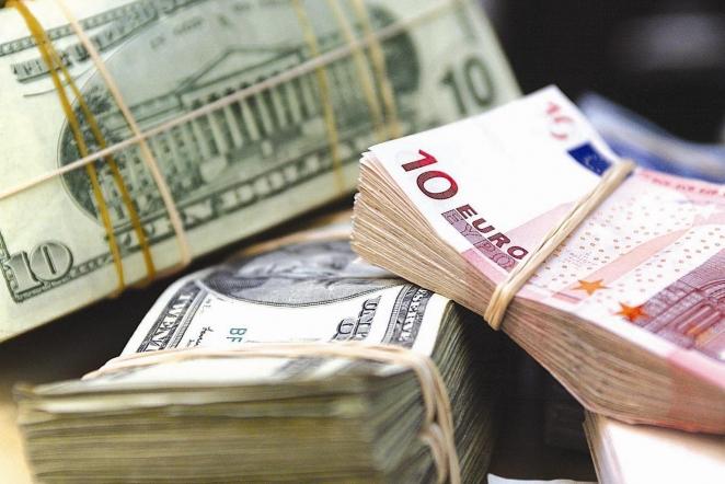 Евро идоллар упали вцене наторгах 26августа