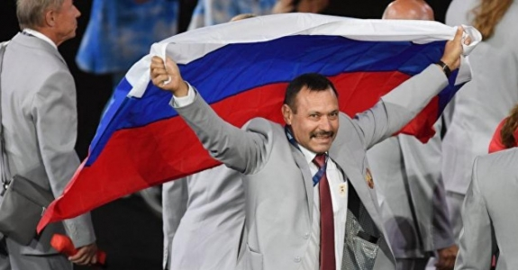 Belarusian carries Russian flag at Paralympics, gets flat in Moscow