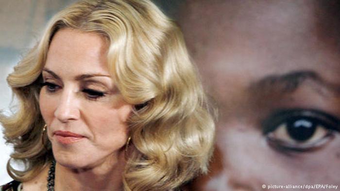 Мадонна неожиданно дала уличный концерт в поддержку Клинтон