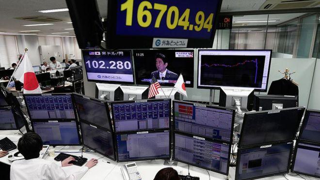 Результаты выборов в США обвалили доллар и финансовые рынки