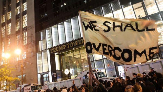 Недовольные победой Трампа американцы вышли на акции протеста