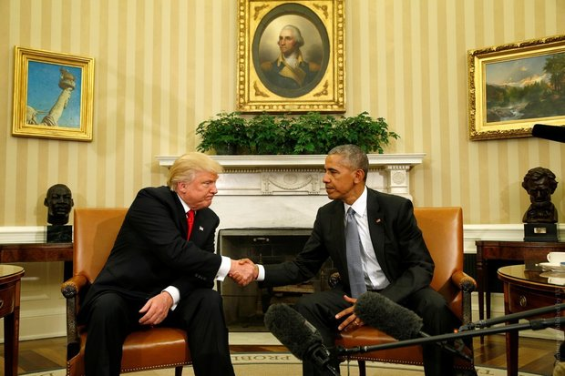 Пожали руки и пообещали сотрудничать. Обама и Трамп встретились в Белом доме