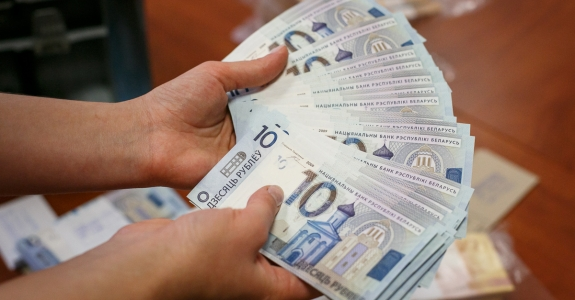Average wage in half of Belarusian districts is lower than $300