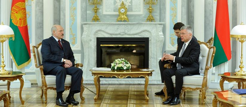 Lukashenka calls for closer political ties with Poland