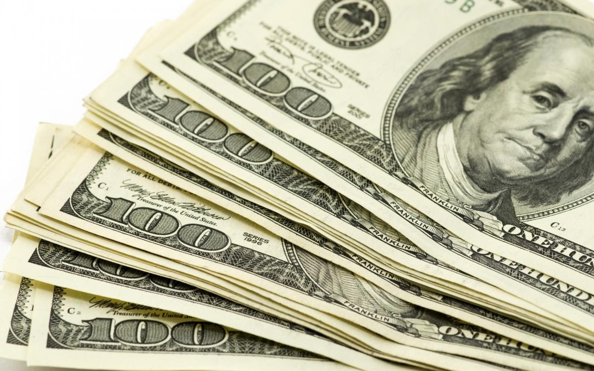 Торги 15 декабря начались с сильного укрепления доллара