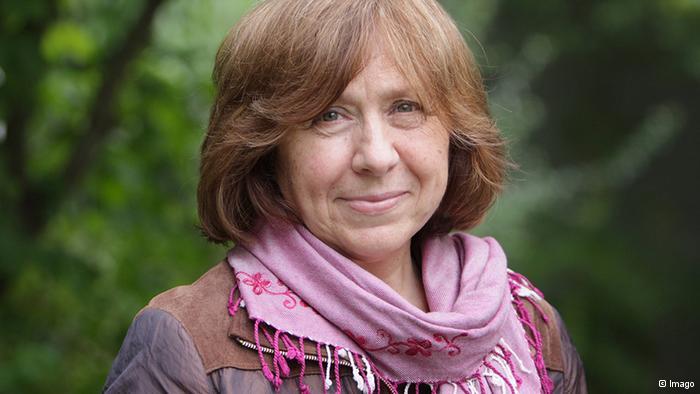 Svetlana Alexievich leaves Russian PEN Center