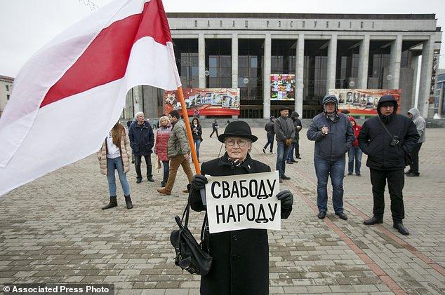 Belarus protest draws 400 despite main organizer's arrest