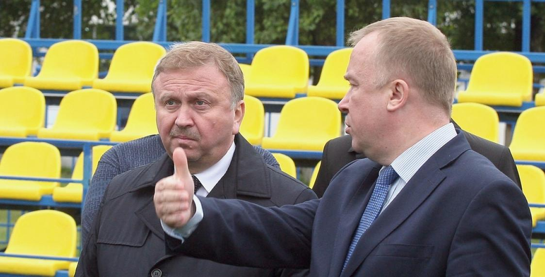 Photo fact: Sad PM Kabyakou and Minister's hand
