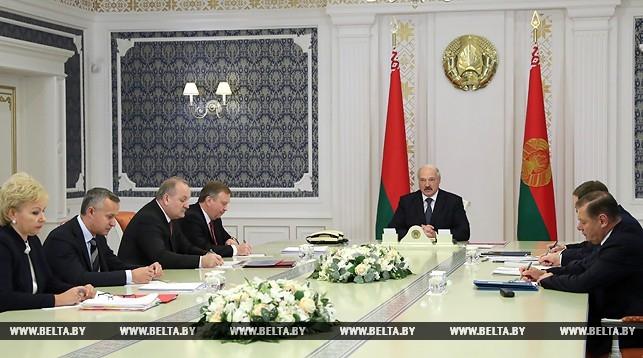 Лукашенко сравнил белорусских банкиров со«скопищем жирных котов»