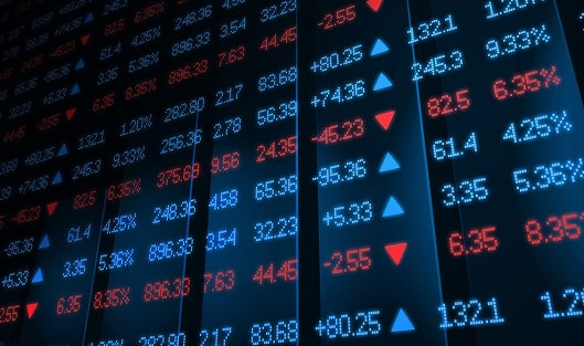 Официальный курс доллара понизился на2 копейки, евро— вырос на38