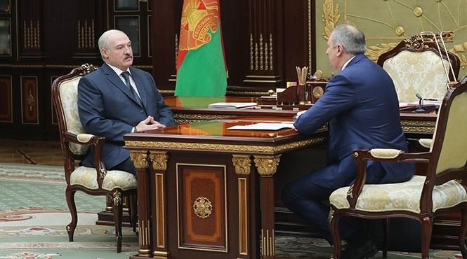 Лукашенко: Альтернативы переговорной площадке поДонбассу вМинске нет