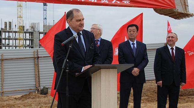 """Строительство моторного завода """"МАЗ-Вейчай"""" началось в парке """"Великий камень"""""""