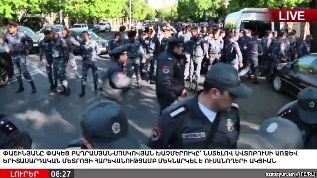 Протесты в Ереване: столкновения, блокада метро и мостов