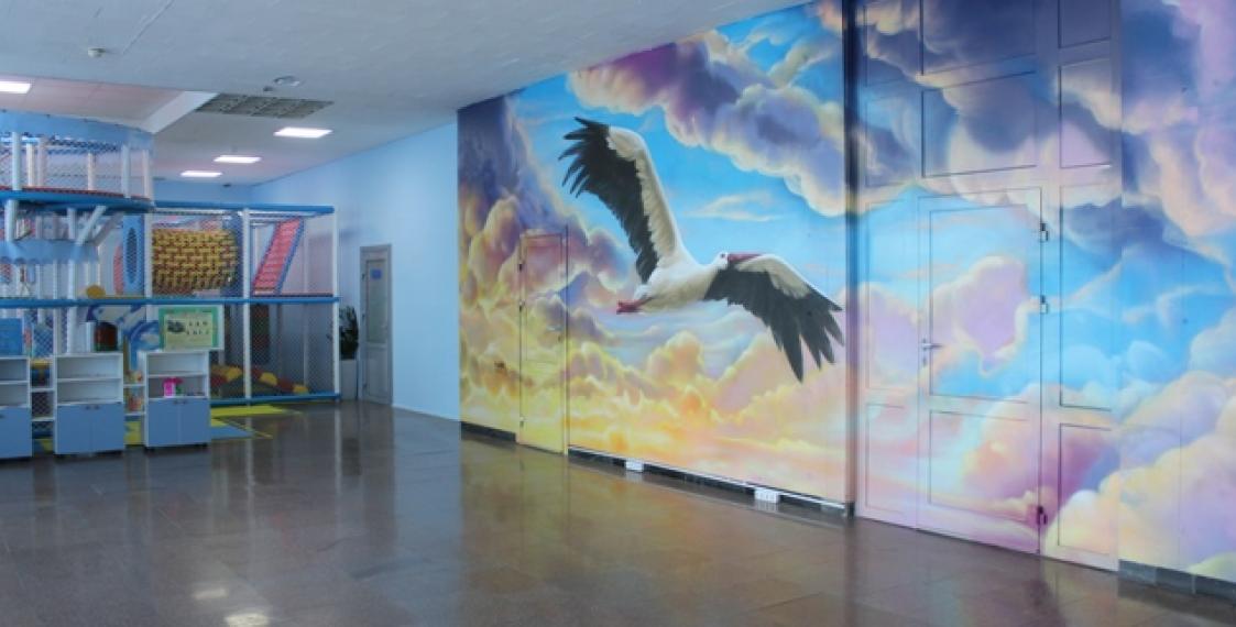 Aviation history street art appears in Minsk Airport