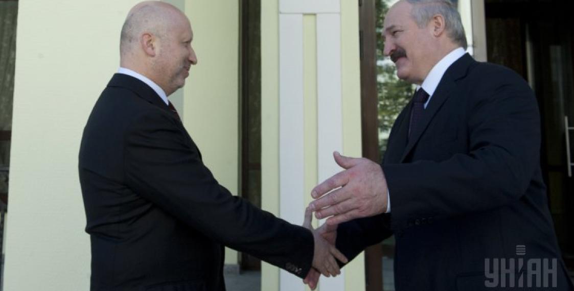 Ukraine's Turchinov 'throws Lukashenka under the bus' to Putin