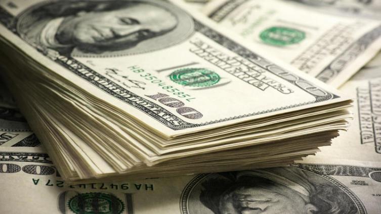 Центробанк после обвала нарынке возобновил покупку валюты для министра финансов
