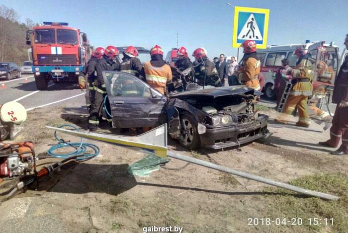 Три автомобиля столкнулись натрассе М1, один человек умер