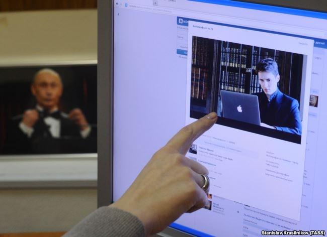 """""""Он может вывести людей на улицу"""". Павел Дуров и его армия"""