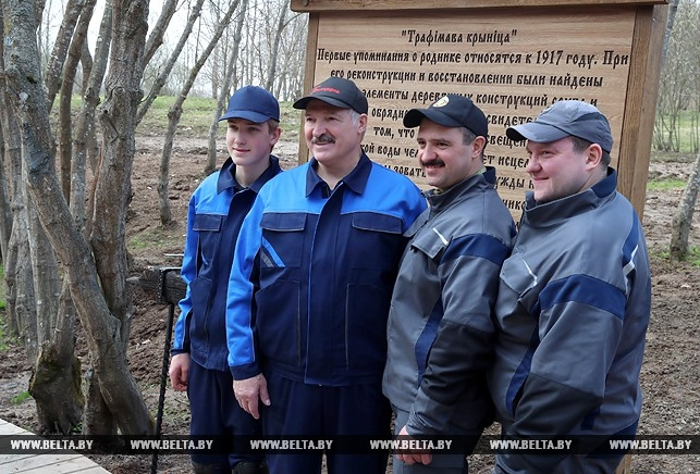 Появились фото Лукашенко на субботнике