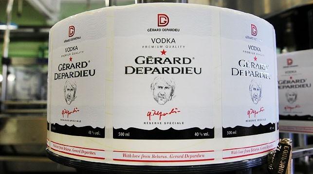 """В российских магазинах Auchan будут продавать белорусскую водку """"Жерар Депардье"""""""