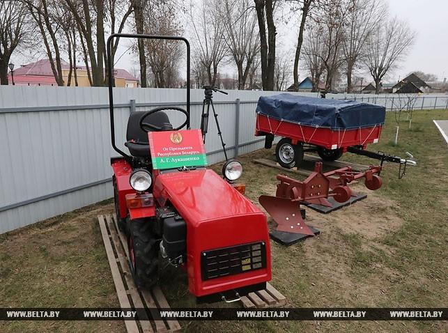 """Как Лукашенко белорусам """"щедрые"""" подарки раздавал"""