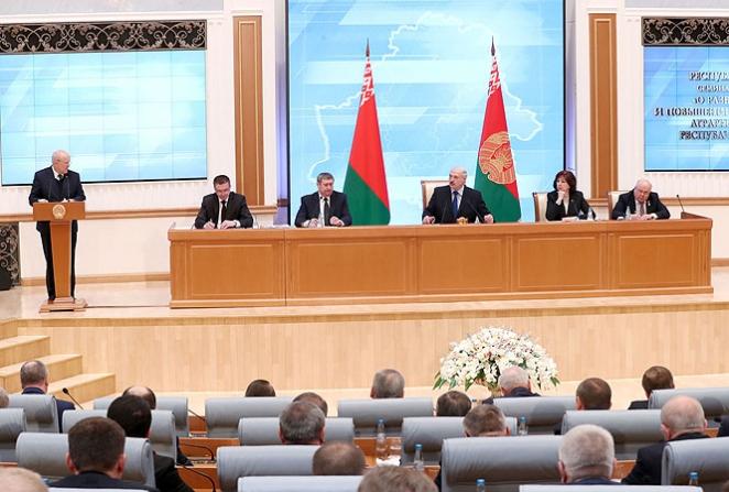 Абсурд от Лукашенко. На колхозников натравили 5 (!) проверяющих органов