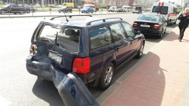 В Минске у МАЗа отказали тормоза: грузовик протаранил два авто
