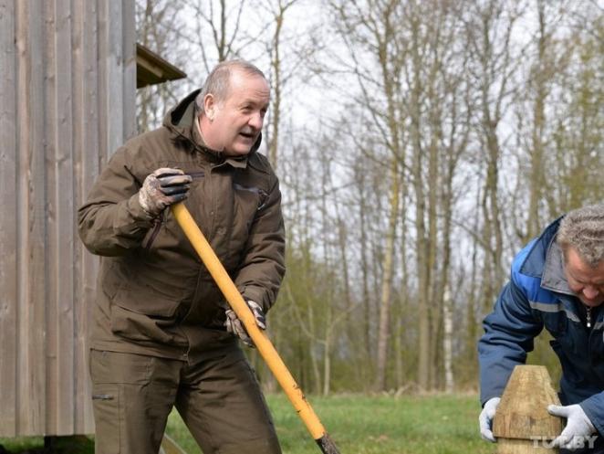 Премьер-министр в лесу, глава Нацбанка на ферме. Где проведут субботник высокие чиновники