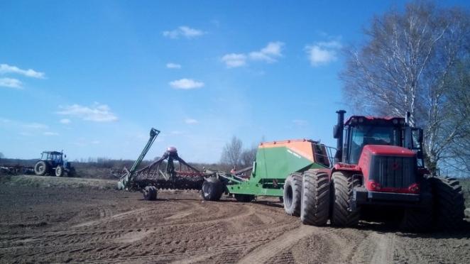 В Витебском районе тракторист сеялкой насмерть переехал коллегу