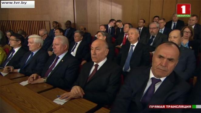 «Посмотрите, что вы пьете, сколько и с кем». 8 забавных цитат Послания Лукашенко и реакция соцсетей