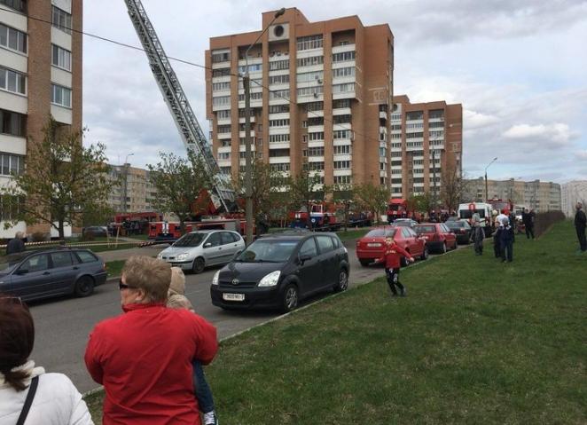 В Веснянке тушили пожар в многоэтажке: один человек найден погибшим