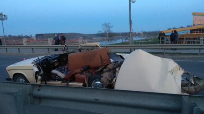 В Шклове трактор с культиватором срезал крышу легкового автомобиля