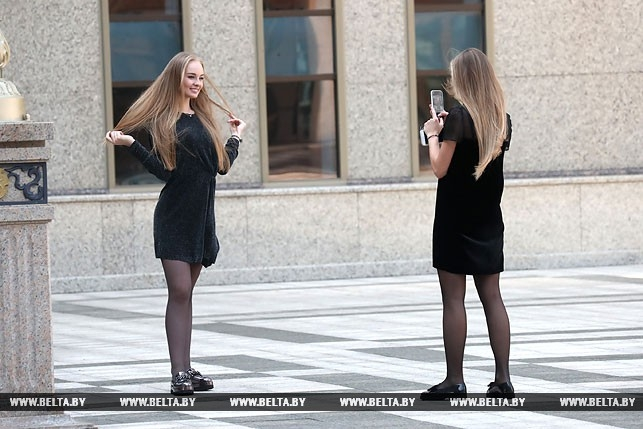 30 красавиц в кабинете Лукашенко