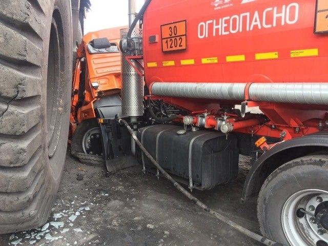 В Кузбассе женщина за рулем БЕЛАЗа раздавила КамАЗ