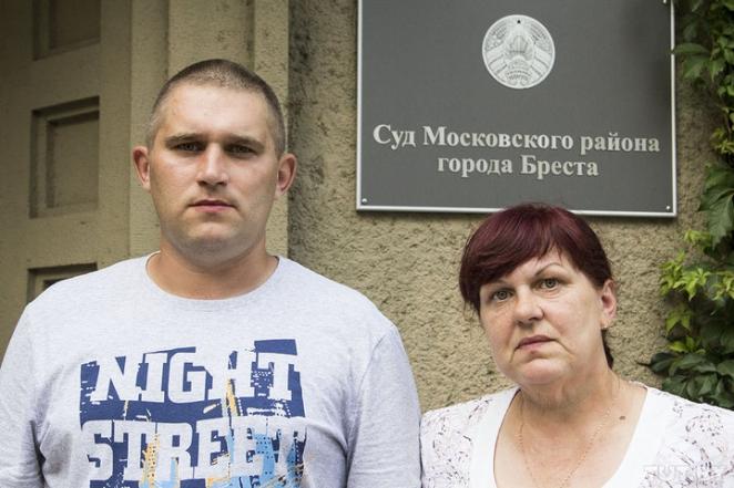 """""""Ногами, руками и дубинкой"""". В Бресте экс-сотрудника милиции судят за избиение двух задержанных"""