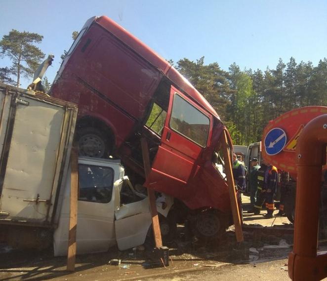 Жуткая авария на трассе М4 в Минске, есть пострадавшие