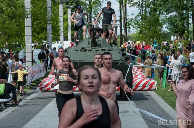 Russian Cossacks, beer, veterans: Minsk on Victory Day (photo report)