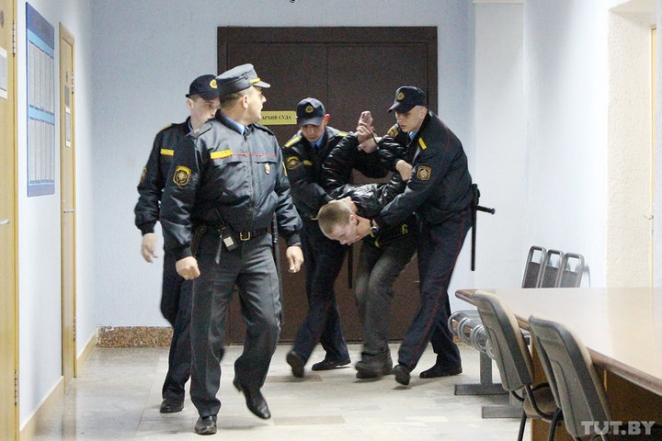 """Прокурор просит для """"убийцы с бензопилой"""" 23 года усиленного режима"""