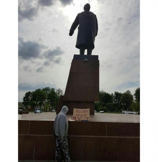 """Жителя Орши оштрафовали на 490 рублей за плакат """"По 500 здесь нет"""""""