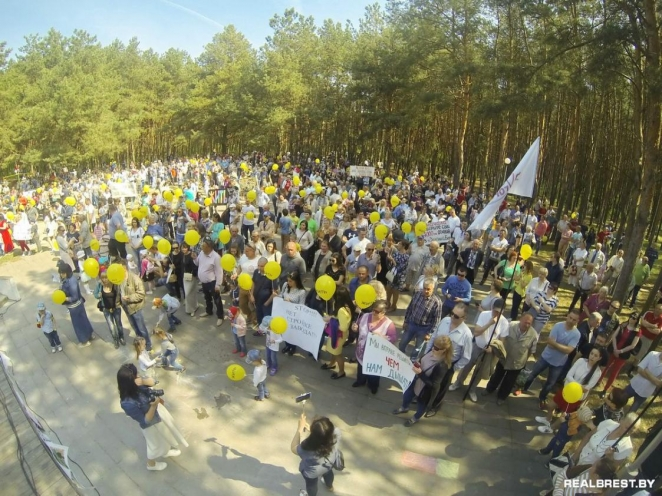 Doctor loses job after protest against lead battery factory in Brest