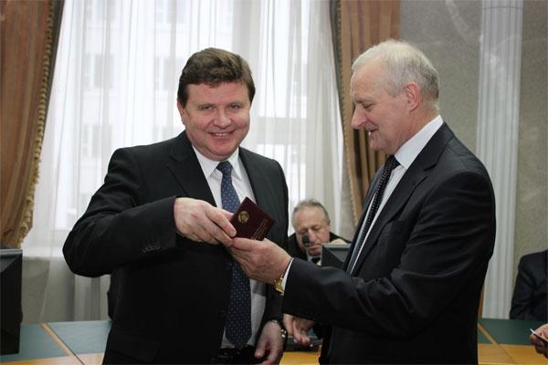 """КГБ назвал имена новых задержанных по """"делу Минздрава"""". В тайниках нашли сотни тысяч долларов"""