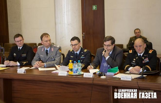 Беларусь пытается найти баланс между Россией и НАТО