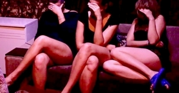 Секс публичном доме видео помощь